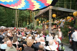 Sommerfest im Garten des Bestattungshauses Pütz-Roth