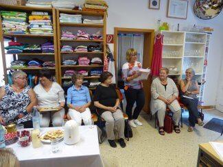 Vorsitzende Birgitt Sevenich verliest die diesjährige Spendenliste